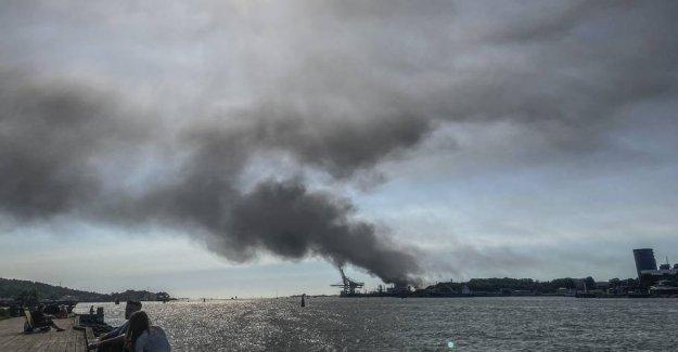 Big fire at Gothenburg Port after explosions