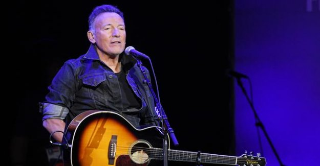 Bruce Springsteen denounces the original sin of slavery in the United States