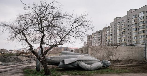 By bringing down the statues of Lenin, Ukrainians have redefined their relationship to the Story