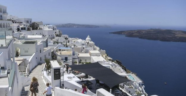 Can Greece host travellers from outside europe ?