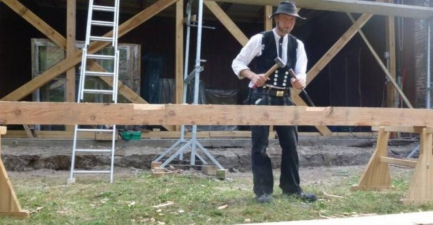 Carpenter, travelling from job to job for three years and one day