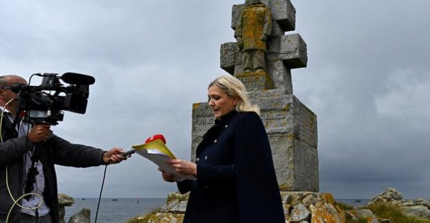 Heckled during his visit on the island of Sein, Marine Le Pen puts in question the State LREM