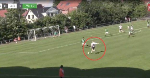Intentionally or randomly? Bizarre goal in Denmark