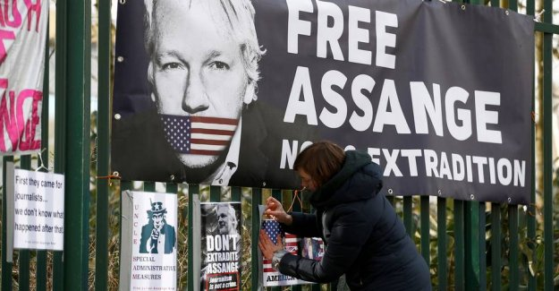 The UNITED states accuses Julian Assange to have recruited hackers