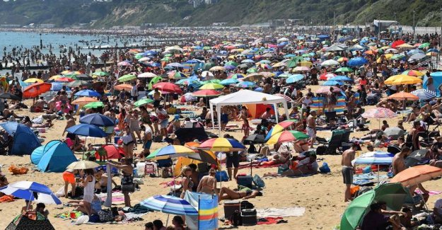 Thousands of beach visitors in England are shaking the authorities