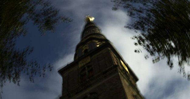 Bønnekald and the church bells splitter danes