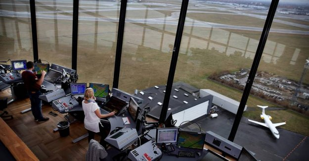 Intern oversaw the airliner on a collision course