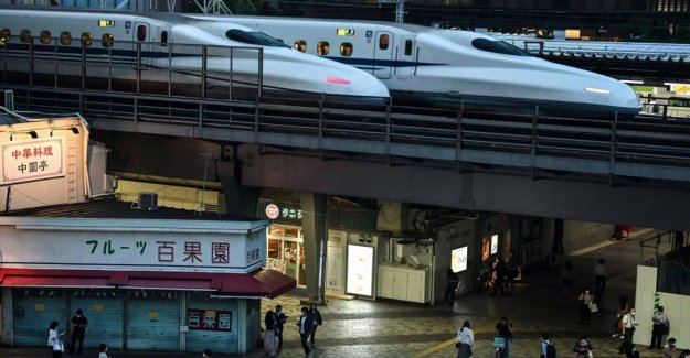 New high-speed trains running on during the earthquake