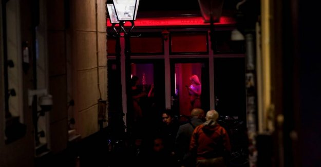 Red Light District opens - but without the kiss