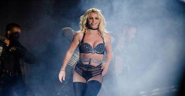 Britney spins around and around