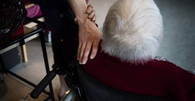 High smittetal reminder visits at the nursing home outdoor in Aarhus