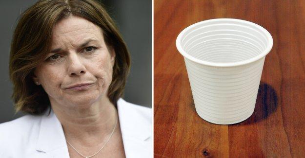 Isabella Lövins place: Plastskatten is too high
