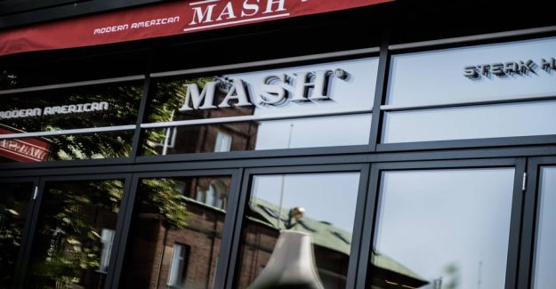 Millionerne tumble out of the Mash