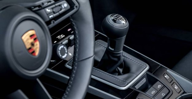 Now you can get a manual gearbox to your new Porsche 911