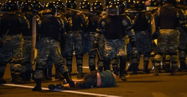 Street fighting breaks out in the capital after the presidential elections