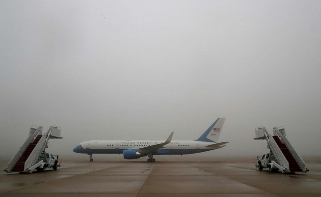 Base intruder Leaves it aboard military aircraft of Apparatus in Control of Air Force One