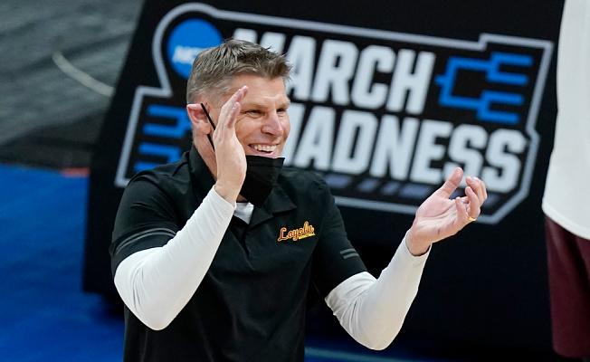 Loyola Chicago's Porter Moser hired as Oklahoma men's basketball coach