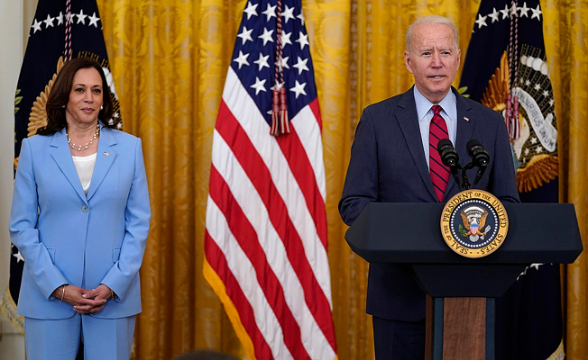 Biden is reminded by VP Harris about Florida condo collapse
