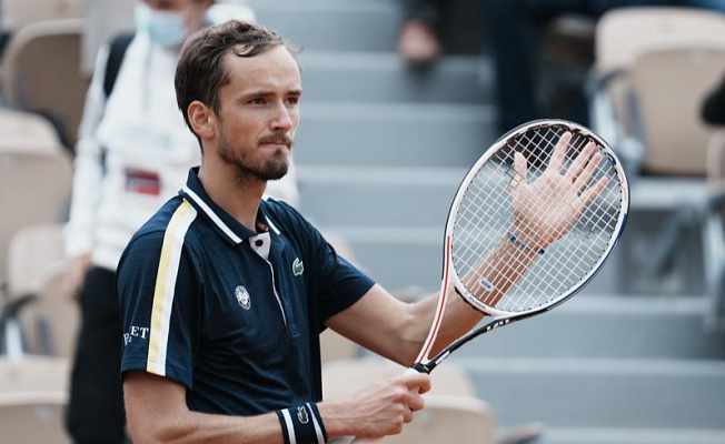The Newest: No. 2 Medvedev Moving Further at Roland Garros