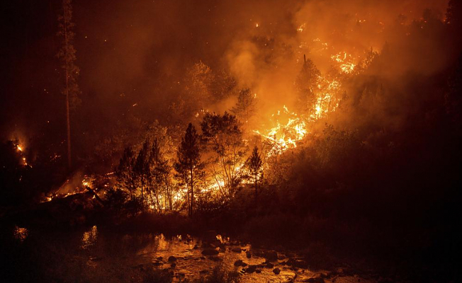Crews fight to save Lake Tahoe from wildfires