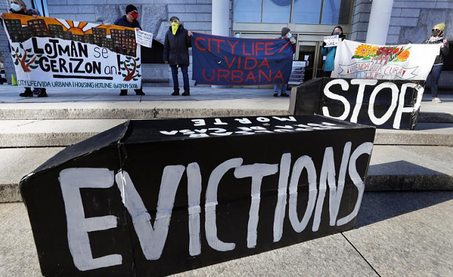 Federal judge sets CDC eviction moratorium in place