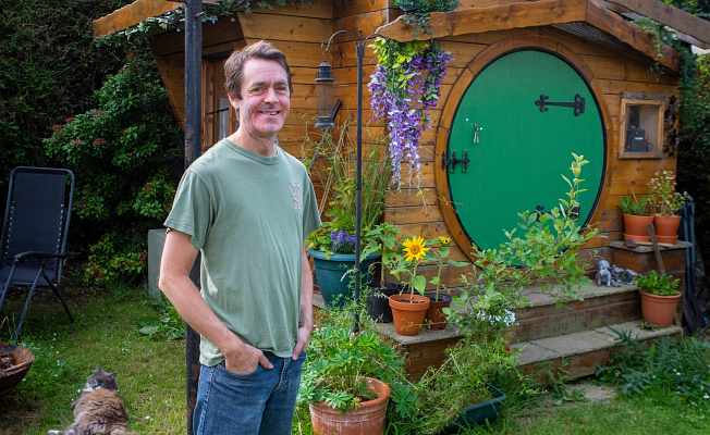 """In his backyard, man builds his own """"hobbithouse"""" workshop"""