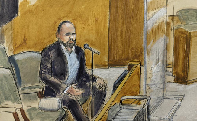 Man testifies against R. Kelly during a sex-trafficking trial
