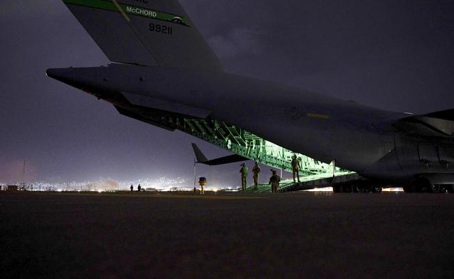 "Crew describes Afghan departure as ""apocalyptic"""