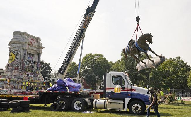 In Virginia capital, the Statue Of Gen. Robert E. Lee is brought down