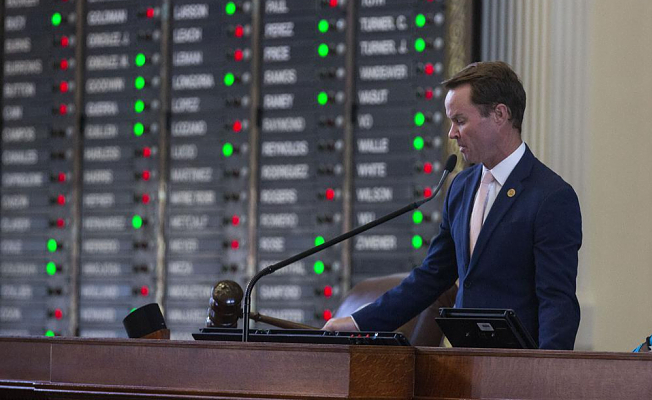 Texas GOP votes change on cusp to going to governor