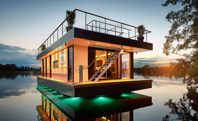 Why is living on a houseboat so popular?