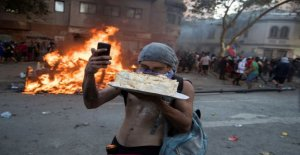 Protester take the cake-selfie of the flame front and the week's other news pictures