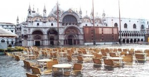 St. mark's square after a new high-water blocked again