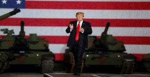 Trump pardoned the military and revoke demotion of a soldier