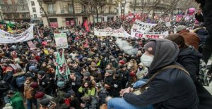 The French leadership did not bend to strikers and demonstrators in front of the prime minister, according to the government drive the determination of the pension reform