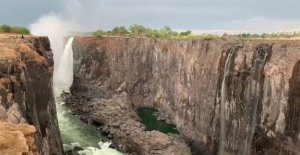 Watch the video dried Victoria falls – I've never seen them in this condition