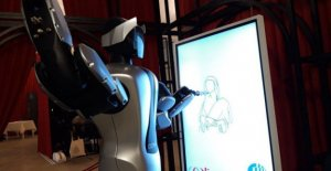Friend, the robot that draws the mona lisa