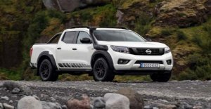 Nissan Navara Off-Roader AT32, the pick-up shows the muscles