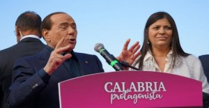 Rally of Berlusconi in Calabria, the phrase sexist on the candidate Jole Santelli