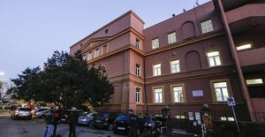 Rome, a public school as follows: In a home the children of the high bourgeoisie, in other walks of life low