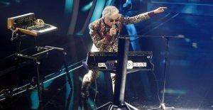 Morgan asks Boss Doms remix of 'Sincere'. He says no, the social exult