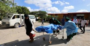19 people are killed by roadside bomb in Somalia