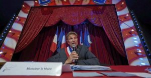 At the circus, at church, or in the garden : these elected mayors in conditions that are unusual