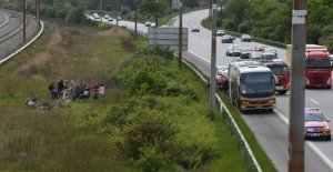Bus evacuated on the highway because of motorbrand