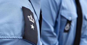 Prison guard indicted for taking bribes