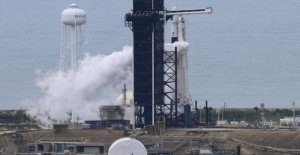 The launch of the manned flight of SpaceX postponed due to bad weather