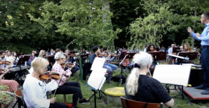 The philharmonic orchestra of Zagreb déconfine in... a zoo
