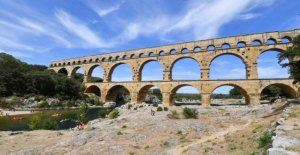 A project of sorting centre, Amazon is close to the Pont-du-Gard divisive