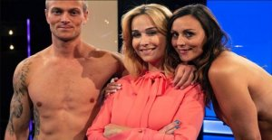 Footballer totally nude on tv: One...