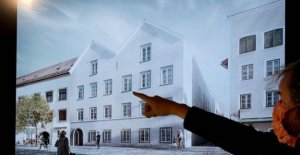 Hitler : his native home in Austria becomes a police station